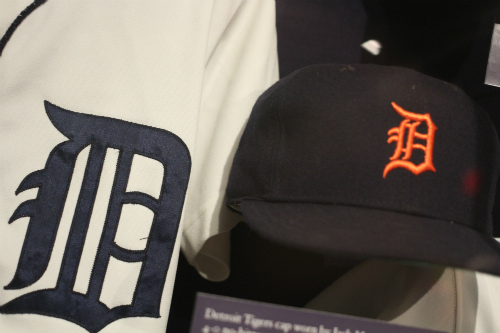 1984 Detroit Tigers jersey and cap