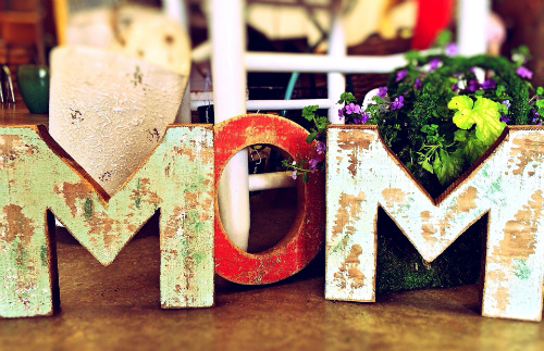 MOM decorative letters