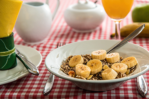 breakfast, granola and banana